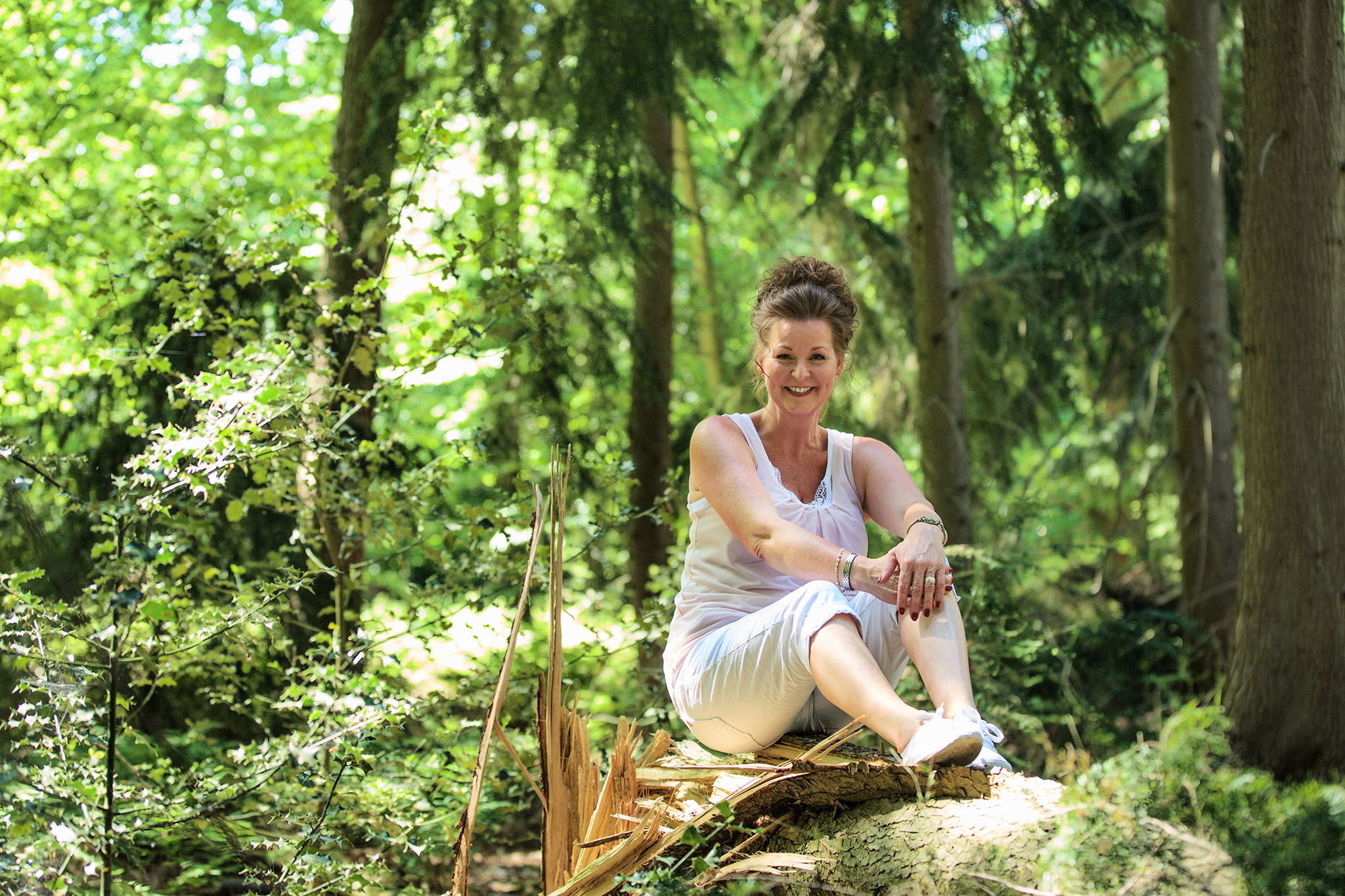 Foto van fotoshoot in het bos van eigenaresse van deze website