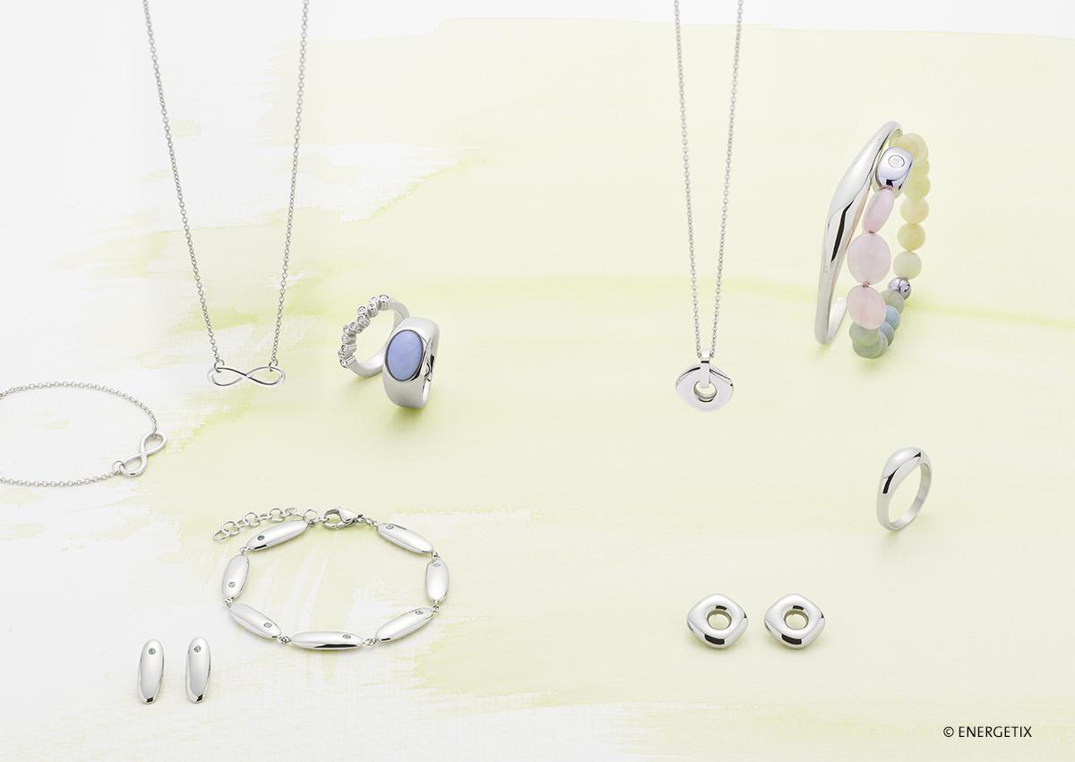 verschillende-sieraden-met-en-zonder-edelstenen-van-Energetix